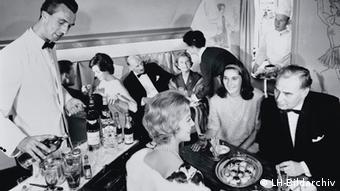 Таким был сервис на борту самолетов авиакомпании Lufthansa в 1958 году