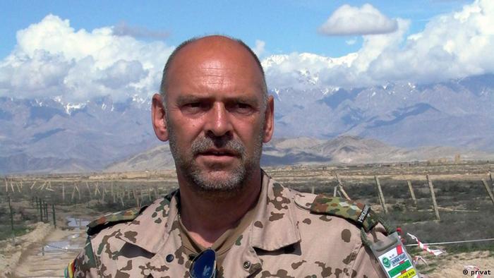Gunder Pitzke, experto en desactivar minas antipersonas.