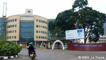 A motorcyclist is heading for Kigali's new city hall building. Copyright: Anne Le Touzé, DW