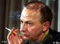 میشل ولبک دو  بار پیش از این در سالهای ۱۹۹۸ و ۲۰۰۵ برای دریافت مهمترین جایزه ادبی  فرانسه نامزد شده بود،