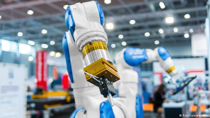 Roboter-Arm in der industriellen Produktion (Foto: Fotolia)