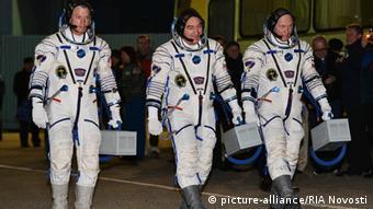Американец Стивен Свонсон и россияне Александр Скворцов и Олег Артемьев перед полетом на МКС 26 марта 2014 года