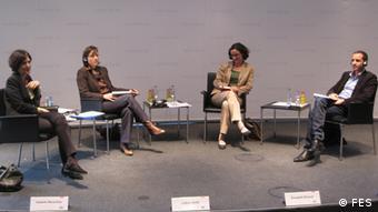 Podiumsdiskussion in der Friedrich-Ebert-Stiftung: Isabelle Werenfels, Jobna Jeribi, Elisabeth Braune, Selim Kharrat (von links nach rechts). Foto: FES