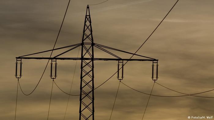 Symbolbild - Überland Stromleitung