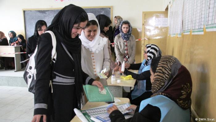 Image result for زنان افغان حضور چشمگیری در این انتخابات داشته اند