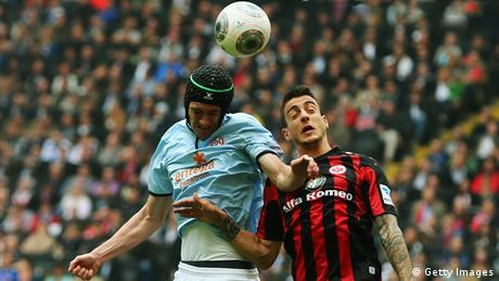 Mainz and Frankfurt battle for the ball