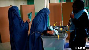 شهروندان افغانستان به طور چشمگیری در انتخابات ریاست جمهوری و شوراهای ولایتی شرکت کردند.