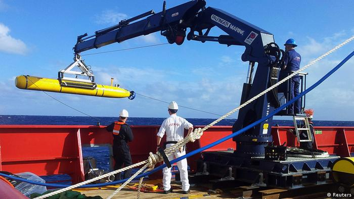 The Bluefin 21, the Artemis autonomous underwater vehicle (AUV), is hoisted back on board the Australian Defence Vessel Ocean Shield after a successful buoyancy test in the southern Indian Ocean as part of the continuing search for the missing Malaysian Airlines flight MH370, in this picture released by the Australian Defence Force April 4, 2014. Malaysia's prime minister visited the Australian search base for missing Flight MH370 on Thursday as a nuclear-powered submarine joined the near-four week hunt that has so far failed to find any sign of the missing airliner and the 239 people on board. REUTERS/Australian Defence Force/Handout via Reuters