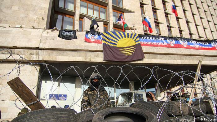 Здание облгосадминистрации в Донецке, апрель 2014 года