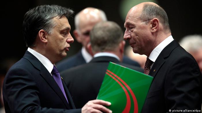 Viktor Orban si Traian Basescu la summitul UE din Bruxelles, 11.03.2011 (picture-alliance/dpa)