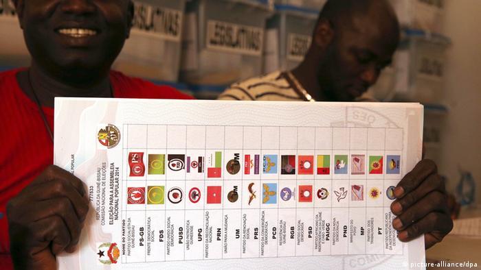 Stimmzettel in Guinea-Bissau (Foto: dpa)