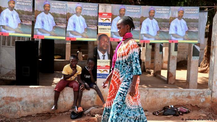 Wahlplakate in der Hauptstadt Bissau (Foto: dpa)