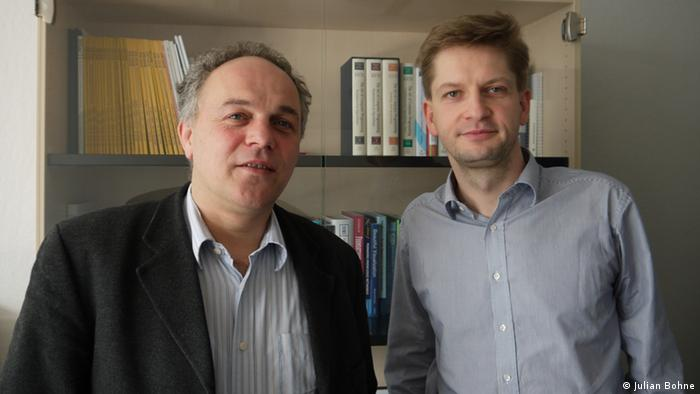 Professor Thomas Schmidt (left) and PhD student Matthias Wählisch (right) at the Hamburg University of Applied Sciences