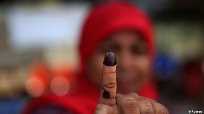 Indonesien Wahlen Parlamentswahlen Wählerin Finger (Reuters)
