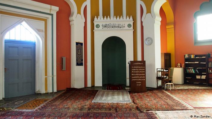 Gebetsnische im Innenraum der Ahmadiyya-Moschee