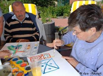 Alzheimer hastaları hayatlarını tek başlarına sürdürmekte zorlanıyor