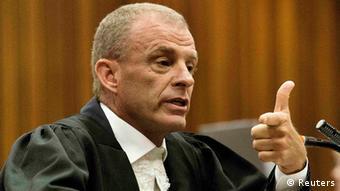 Staatsanwalt Gerrie Nel beim Oscar-Pistorius-Prozess in Pretoria am 10.04.2014 (Foto: Reuters).