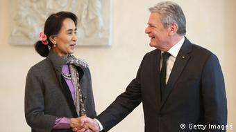 German President Joachim Gauck (R) greets Myanmar human rights activist and politician Aung San Suu Kyi upon her arrival at Bellevue Palace on April 10, 2014 in Berlin, Germany. Aung San Suu Kyi is on a two-day visit to Germany before she continues to France (Photo: Sean Gallup/Getty Images)