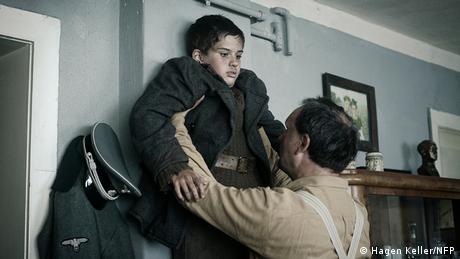 El director alemán Pepe Danquart hizo un drama a partir de la novela homónima. Srulik, un muchacho judío, consigue escapar justo a tiempo del gueto de Varsovia. El pequeño de 9 años se instala en una zona de bosque y allí debe aprender él solo a convivir con la naturaleza.