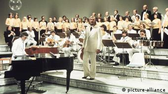 James Last with Orchester. Copyright: picture-alliance.
