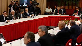 El oficialismo y la oposición dialogaron el jueves (10.4.2014) con el Vaticano y los cancilleres de Unasur como observadores.