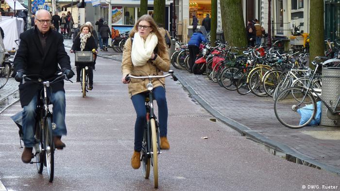 Bicicletas já são presença constante no trânsito de Amsterdã
