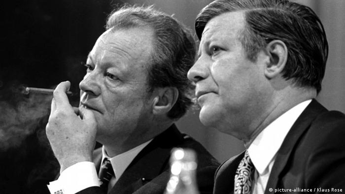 Willy Brandt und Helmut Schmidt (picture-alliance / Klaus Rose)