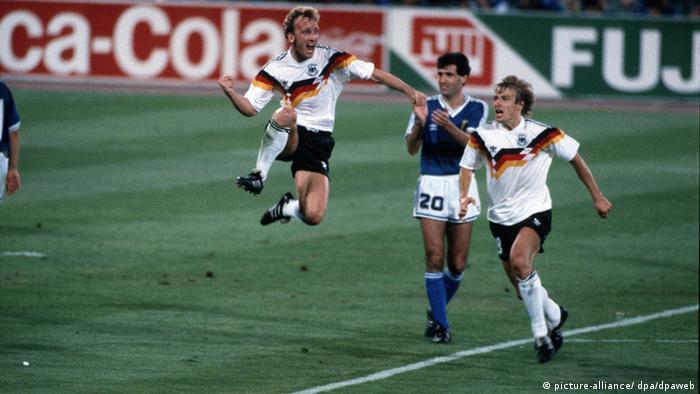 Andreas Brehme bejubelt seinen Treffer gegen Italien zum 1:0 (picture-alliance/ dpa/dpaweb)