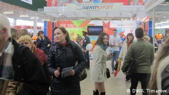 Посетитеои выставки туристических услуг Отдых-2014