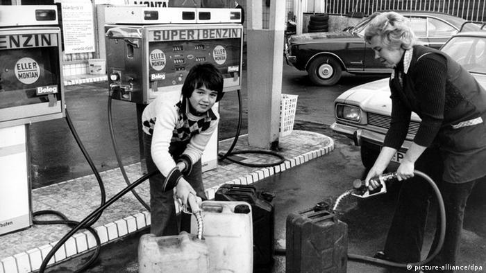 Ölkrise 1973 - Ansturm auf Benzin (picture-alliance/dpa)