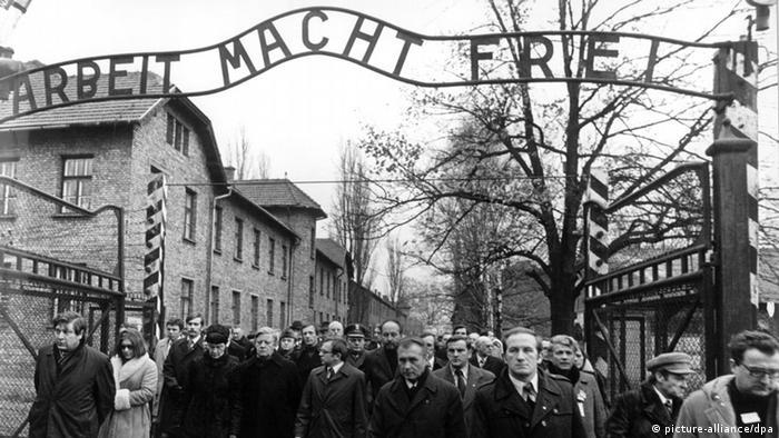 Helmut Schmidt u posjetu Auschwitzu 1977.
