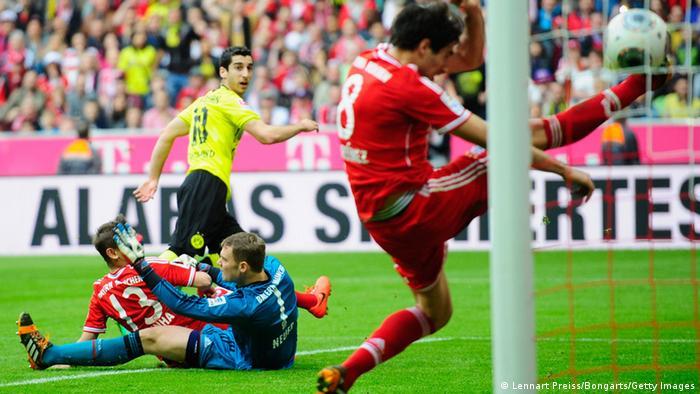 Fussball FC Bayern gegen Borussia Dortmund