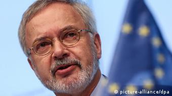 Πιθανός διάδοχος του Β. Σόιμπλε ο πρόεδρος της Ευρ. Τράπεζας Επενδύσεων Βέρνερ Χόιερ από τις γραμμές των Φιλελευθέρων