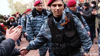 Бойцы распущенного спецподразделения Беркут в Славянске