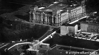 Берлинская стена проходит вдоль здания Рейхстага, 1987 год