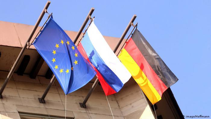 Приспущенные флаги ЕС, России и Германии на здании