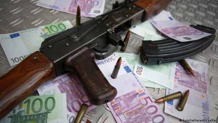 Автомат Калашникова и деньги