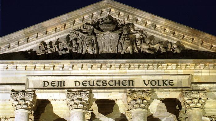 Немецкому народу - гласит надпись на Рейхстаге. Кайзеру Вильгельму народ не понравился