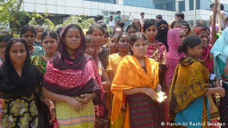 Frauen Textilarbeiterinnen Näherinnen Bangaldesch Gewandnäherinnen (Harun Ur Rashid Swapan)
