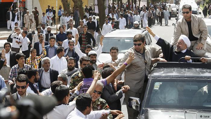 حسن روحانی اندکی پس از پیروزی در انتخابات ریاستجمهوری به سیستان و بلوچستان رفت و نشان داد که متوجه حساسیت منطقه هست.