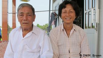 Petani Nguyen Van Ray dan Nguyen Thi Hai mengatakan proyek baru telah menyelamatkan produksi beras mereka