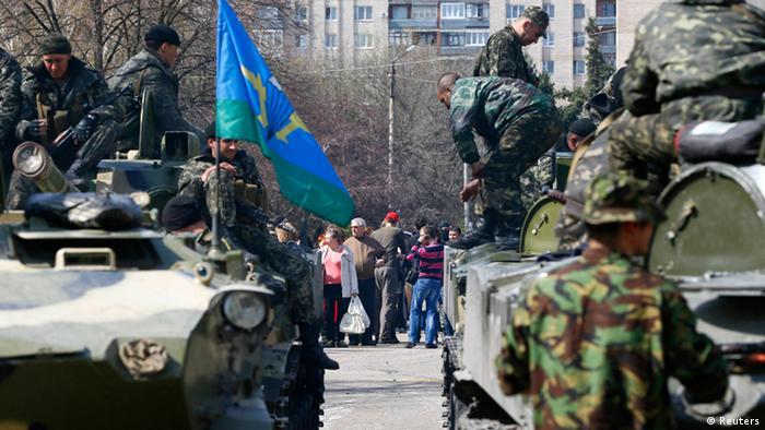 Pro-Russian tanks in Sloviansk (Photo: REUTERS/Gleb Garanich)