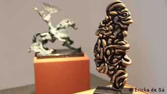 Tripas e Cabeça (à esquerda), com cabeça do escultor