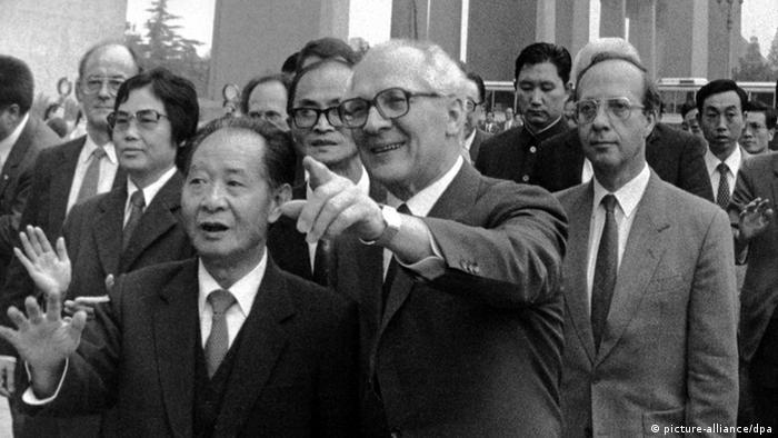 Bildergalerie Hu Yaobang mit Erich Honecker Archiv (picture-alliance/dpa)