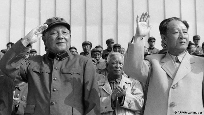 Bildergalerie Hu Yaobang mit Deng Xiaoping Archiv 1981 (AFP/Getty Images)