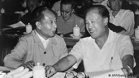 Bildergalerie Hu Yaobang mit Zhao Ziyang Archiv 1982 (AFP/Getty Images)