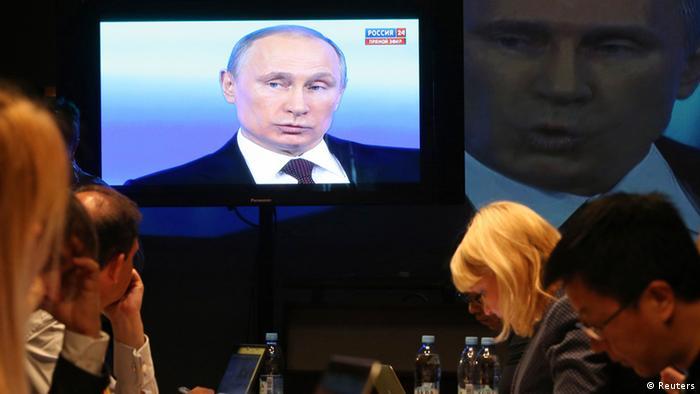 Putin admite que Moscou tinha tropas na Crimeia antes de anexar região