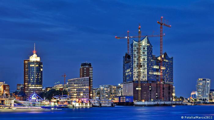 Hamburg harbor with the Elbpharmonie under construction, Copyright: Fotolia/Marco2811