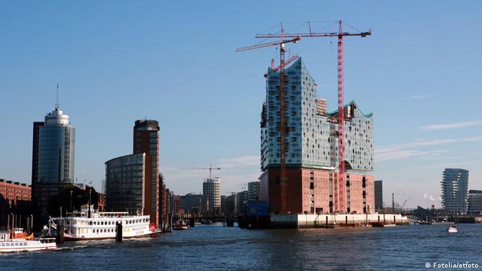 Hamburg harbor with the Elbpharmonie under construction, Copyright: etfoto