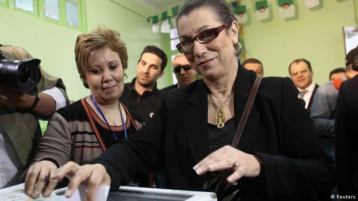 Wahlen Algerien 2014 Louisa Hanoune gibt ihre Stimme ab (Reuters)